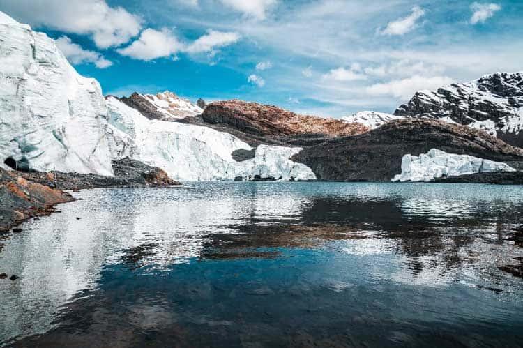 Topniejący lodowiec Pasoruri