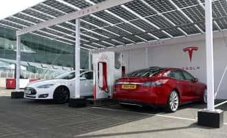 Tesla ładowana panelami fotowoltaicznymi