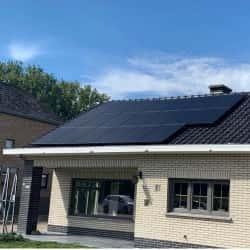 panele full-black na dachu - wygląd