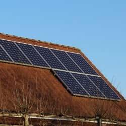 panele monokrystaliczne na dachu - wygląd